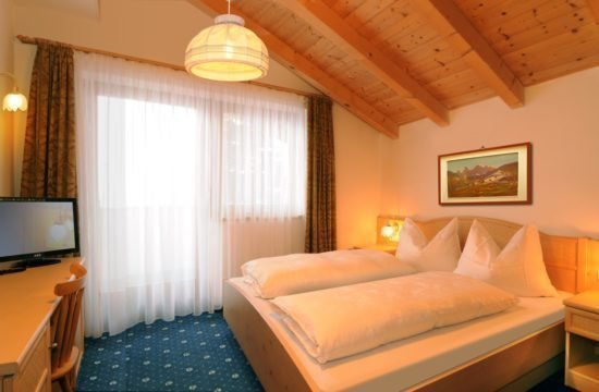 pensione-sonnenhof-maranza-stanza-degli-ospiti (5)