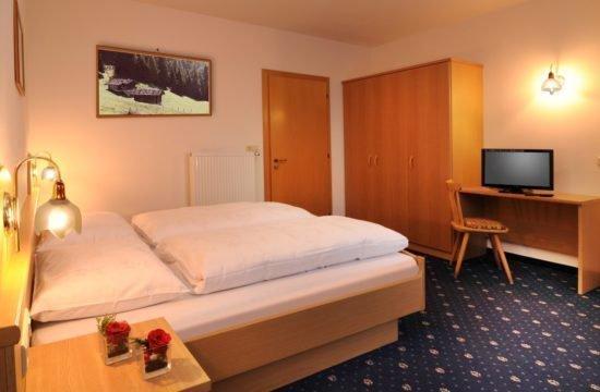 pensione-sonnenhof-maranza-stanza-degli-ospiti (6)