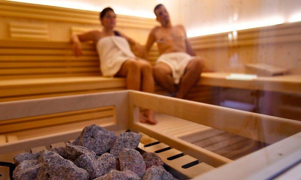 """Bio-sauna alle erbe – bagno di vapore – """"Schwitzstübele"""" la sauna finlandese con vista panoramica"""