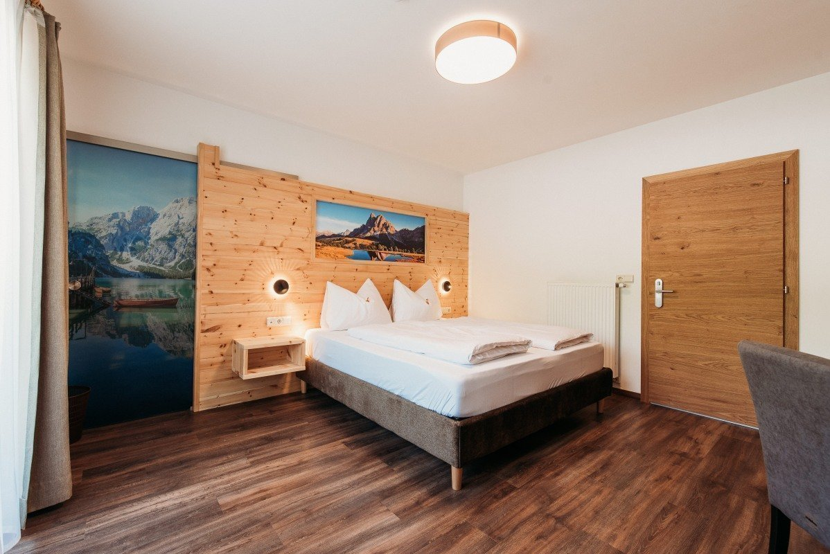 Zimmer mit Kirchblick
